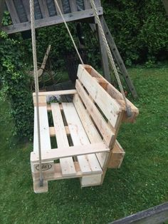 💘 92 Awesome Porch Swing Ideas In Backyard - 7 Tips for Choosing the Perfect Porch Swing for Your Backyard Paradise 6247 Wooden Pallet Furniture, Wooden Pallets, Diy Pallet Projects, Garden Projects, Patio Swing, Wooden Swings, Outdoor Seating, Garden Furniture, Ideas Para
