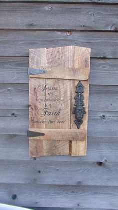 Primitive rustic home decor,Pallet sign with door knob, reclaimed wood, inspirational saying, wood sign,hand painted sign, rustic, primitive by mockingbirdprimitive on Etsy https://www.etsy.com/listing/273489880/primitive-rustic-home-decorpallet-sign