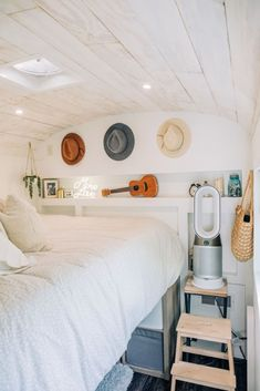 This 185-square-foot converted bus is a 'modern tropical bohemian bungalow' on wheels. | Tiny Tours by Apartment Therapy #bungalow #bohemian #bohodecor #bohoideas #smallspaces #tinyhomes #tinyhouses #tinyhouseonwheels #convertedbus Spacious Living Room, Living Room Kitchen, Bedroom Photos, Home Bedroom, Converted Bus, Bus House, Ikea Shelves, Modern Tropical, Declutter Your Home