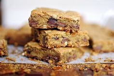 Chocolate chip bars with salty pretzel crust
