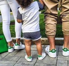 """Speaking of fashionable women 's must-have items, Adidas sneakers """"Stan Smith"""". A little retro atmosphere and an excellent item that will become a point of coordination just by wearing it! In fact, th Cute Family, Baby Family, Family Goals, Family Kids, Family Photo, Dapper Suits, Popular Baby Names, Mom Son, Daughter"""