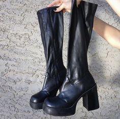 Dr Shoes, Me Too Shoes, Shoes Heels, Look Fashion, Fashion Shoes, Fashion Outfits, Trendy Outfits, Mens Fashion, Fashion Tips