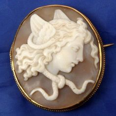 STUNNING ANTIQUE 9CT GOLD CARVED SHELL CAMEO BROOCH MEDUSA