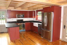 great kitchen www.earlynewenglandhomes.com Cute Kitchen, Kitchen Reno, New Kitchen, Kitchen Dining, Kitchen Ideas, Country Kitchens, Farmhouse Kitchens, Country Homes, New England Homes
