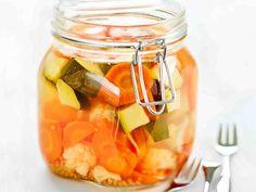 Pikkelöidyt kasvikset - Reseptit Pickles, Cantaloupe, Salads, Food And Drink, Canning, Fruit, Vegetables, Recipes, Koti