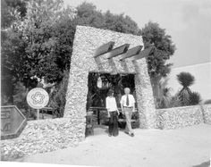 This 1976 Florida Memory photograph shows tourists at the entrance to the Fort Walton Beach's Indian Temple Mound Museum.