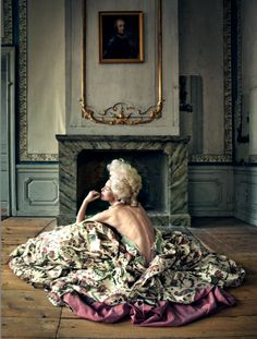 vivelareine:      Anna Järvinen as Marie Antoinette in a promotional shot for the musical Alla ska dö men jag ska dö först (All will die but I'll die first) by Iris Smeds.
