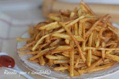 Le patate diavoline sono delle patatine stick eccezionali, croccanti ed asciutte con un semplice trucco che ve le fara' amare davvero!