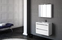 Mueble modelo LOA 80cm en blanco brillo. Espejo camerino y encimera Moonstone brillo. Foco Ízaro.