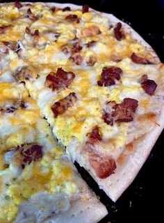 Bacon Egg Breakfast Pizza Breakfast Pizza, Breakfast Items, Cheese Crust Pizza, Pizza Ingredients, Bacon Egg, Kitchen Recipes, Stuffed Peppers, Homemade, Cooking