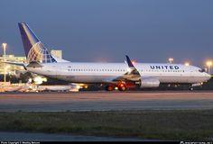 N37277 United Airlines Boeing 737-800
