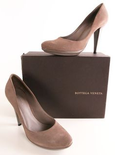 Chapter 1) The Ancient Art of Herding: These simple soft nude heels are cute and elegant for Felicity.
