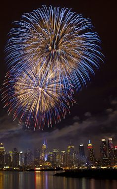 Macy's 2011 4th of July Fireworks from Weehawken, New Jersey by Anthony Quintano, via Flickr