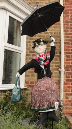 Mary Poppins scarecrow - All For Garden Scarecrow Ideas, Make A Scarecrow, Garden Crafts, Garden Projects, Scarecrows For Garden, Scarecrow Festival, Sensory Garden, Design Jardin, Harvest Party
