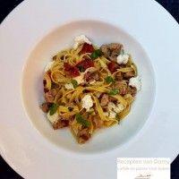 Pasta met tomaatjes uit de oven, worst, kruiden en Mozzarella : Recepten van Domy