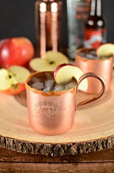A fun fall twist on the classic Moscow Mule. This Apple Cider Moscow Mule is absolutely delicious and a perfect way to enjoy the flavors of fall. Bourbon Apple Cider, Warm Apple Cider, Spiced Cider, Frozen Drink Recipes, Easy Drink Recipes, Yummy Drinks, Cider Cocktails, Easy Cocktails, Cocktail Recipes