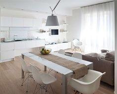 Colori pavimenti di casa - Parquet chiaro per cucina molto luminosa Living Room Kitchen, Home Living Room, Small Appartment, Room Interior, Interior Design, E Piano, My Ideal Home, Style Deco, Cuisines Design