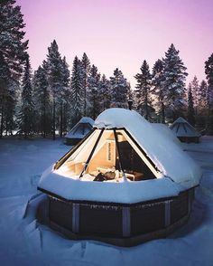 Cabin pods inside the Arctic Circle in Finland's northernmost region, Lapland. via @joonaslinkola #bosshunting