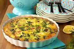 Crustless Spinach and Gruyere Quiche with Prosciutto - Healthy and easy to throw together this quiche is super delicious and perfect for breakfast, brunch, lunch or a casual dinner.
