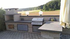 Stilvolle Outdoor-Küche im Garten. Ein wahrer Blickfang mit CULT® LONG-LINE® Mauersteinen.