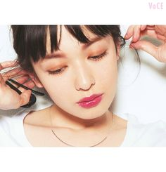 夏のアラサーイガリメイク♡最強の愛され顔は、赤茶の眉&赤リップ