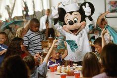 Insider Tips for Dining with Disney Characters at Walt Disney World Disney World Restaurants, Walt Disney World Vacations, Disney Trips, Disney Parks, Disney Bound, Family Vacations, Disney Resorts, Disney Travel, Disney Cruise