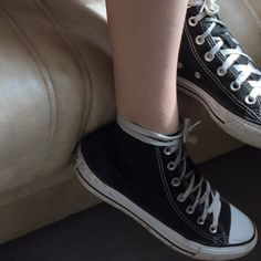 February 22 2019 at Princesa Emo, Converse Chuck Taylor, Estilo Indie, Sock Shoes, Look Cool, Chuck Taylors, High Tops, High Top Sneakers, Kicks