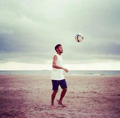 Alone in the beach Neymar Jr, Neymar 2017, Boyfriend Pictures, Boyfriend Goals, Football Is Life, Football Soccer, Team Player, Football Players, Real Madrid