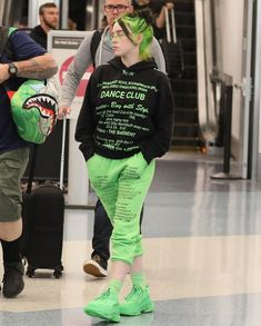 Billie Eilish looks so good w the new neon roots and outfit! Billie Eilish, Fashion Models, Fashion Outfits, Parisian Fashion, Bohemian Fashion, Modern Fashion, Fashion Fashion, Retro Fashion, Neon Green Hair