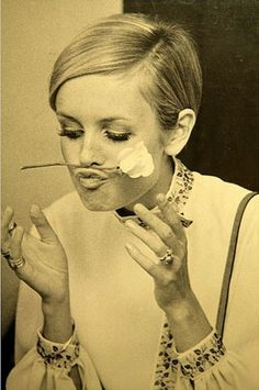 Twiggy. This makes me smile. Not high fashion or trying to pierce someone's soul - just a cute act.