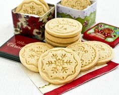 Buttery melt-in-the-mouth Shortbread Stamped Cookies using only 4 simple ingredients. A beautiful and delicious addition to any holiday. (Makes 12 shortbread stamped cookies) Springerle Cookies, Galletas Cookies, Shortbread Cookies, Baking Recipes, Cookie Recipes, Dessert Recipes, Desserts, Candy Recipes, Healthy Recipes