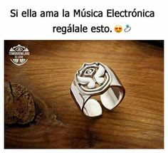 SI ME REGALAN ESO TE JURO QUE TE VOY A AMAR POR EL RESTO DE MI VIDA!! Music Is My Escape, Music Love, Music Is Life, Alan Walker, Avicii, Tomorrowland Festival, Home Music, Language Quotes, Electro Music