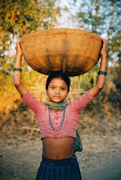 Babylonica, indiaincredible:   Warli Girl