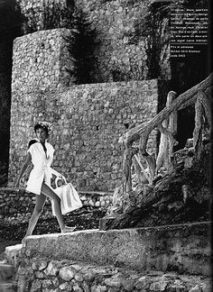 La belle aux pieds nus - it sounds so much better in French, n'est-ce pas? Styled by Carine Roitfeld in one of her collaborations with Marc Hispard for French Carine Roitfeld, Top Photographers, Glamour Magazine, Barefoot, Fashion Photography, Photoshoot, Poses, Black And White, Beauty