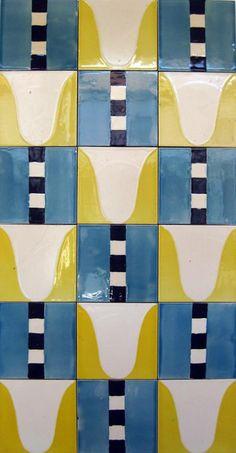Made in Portugal Raul Lino (1879-1974) - azulejo de padrão, desenho de 1910, réplica de 1970, Fábrica de Cerâmica Constância.