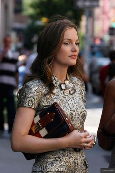3x01 Leighton Meester looking fabulous as Blair Waldorf in gorgeous brocade. Burberry Prorsum dress. L.A.M.B. clutch. Michel Perry shoes. Alex Bittar brooch.