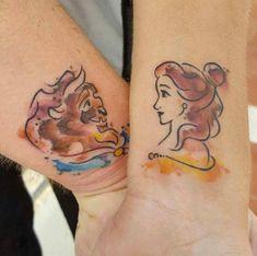 tattoos fuer paare,die schoene und das beast, disney motiv, bunte tattoos