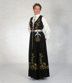 Providing information, photos and general knowledge of Norwegian bunad, festdrakts and folkdrakt. Folk Costume, Costumes, Norwegian Clothing, Female Portrait, Woman Portrait, Thinking Day, Bergen, Traditional Outfits, Style Me