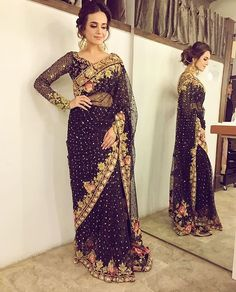 Pakistani saree by Tena Durrani Pakistani Formal Dresses, Pakistani Wedding Outfits, Bridal Outfits, Indian Dresses, Indian Outfits, Saree Wedding, New Saree Blouse Designs, Sari Bluse, Bridal Sarees Online
