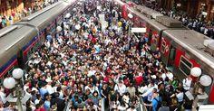 Ônibus voltam a circular; trens e metrô ainda seguem operando parcialmente; agências bancárias também foram paralisadas.