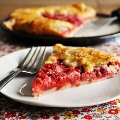 Little B Cooks: Chronicles from a Vermont foodie: Strawberry Rhubarb Galette Rhubarb Dishes, Rhubarb Recipes, Strawberry Recipes, Quiches, Delicious Desserts, Dessert Recipes, Awesome Desserts, Yummy Food, Rhubarb Galette