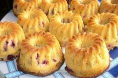 Buttermilk muffins with currants – Best Food Stories Russian Desserts, Russian Recipes, No Bake Desserts, Dessert Recipes, Buttermilk Muffins, Sweet Pastries, Saveur, Kefir, Baking Recipes