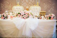 リボン大好きご新婦さまの可愛い会場装飾♡高砂のふわふわチュールのリボンは必見です!