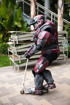 "This could go on the  ""list of things to do in armor"". (Halo, photo by LJinto at SDCC.)"