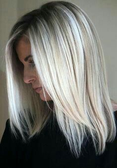 36 Bob Hairstyles for Summer To Copy Right Now Bob Hairstyles for Summer Bean cut spring-summer 2019 again occupies a leading position in the list of fashion trends. Hairstyle has long been popular. Ice Blonde Hair, Ombre Blond, Balayage Blond, Blonde Lob, Ice Blonde Highlights, Summer Blonde Hair, Icy Blonde, Short Bob Hairstyles, Summer Hairstyles