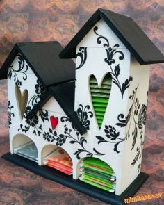 Birdhouse turned tea house - what a quirky and fun idea! How to make a Tea House - Store all the teabag packets in their own quirkly little home. Wood Crafts, Fun Crafts, Diy And Crafts, Paper Crafts, Diy Projects To Try, Wood Projects, Craft Projects, Tea Box, Little Houses
