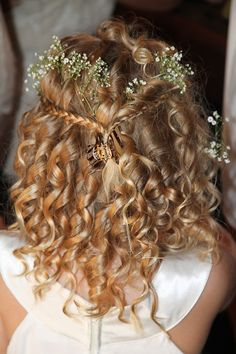 Delicate sprigs of baby's breath in this sweet flower girl's hair | Photo by http://roxanaphotography.com