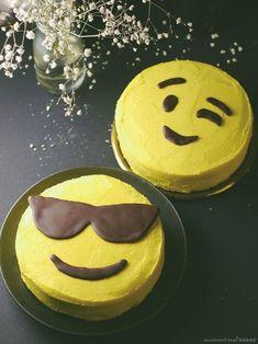 Emoji Cake Mini Cakes, Cupcake Cakes, Cupcake Ideas, Fondant Cakes, Hamburger Cake, Party Mottos, Emoji Cake, Fathers Day Cake, Zucchini Cake