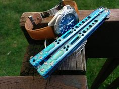 Palethius BC bowie in blue titanium Butterfly Knife, Blue Butterfly, Pretty Knives, Case Knives, Fantasy Weapons, Knives And Swords, Me Me Me Song, Two By Two, Room Setup