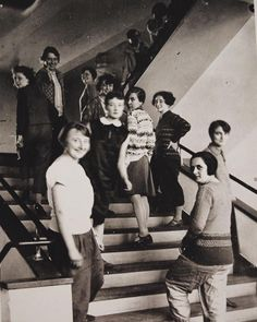 Roy Lichtenstein 1989. And the bauhaus women, weaving course, young master Gunta #Stoelzl in front, photography 1920s.